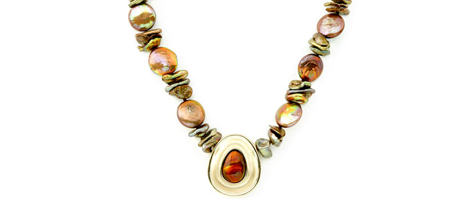 Necklace Nigra pearl and opal