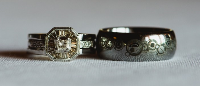 custom-doctor-who-wedding-rings-austin-texas-wedding-photographers-1-950x632