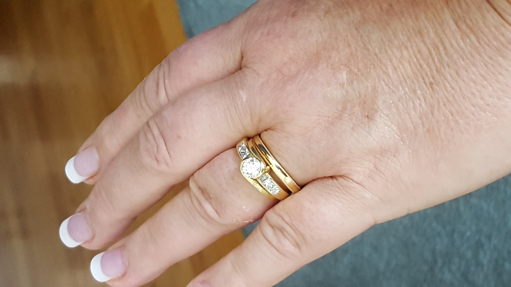 Yellow Gold Wedding Set On The Hand