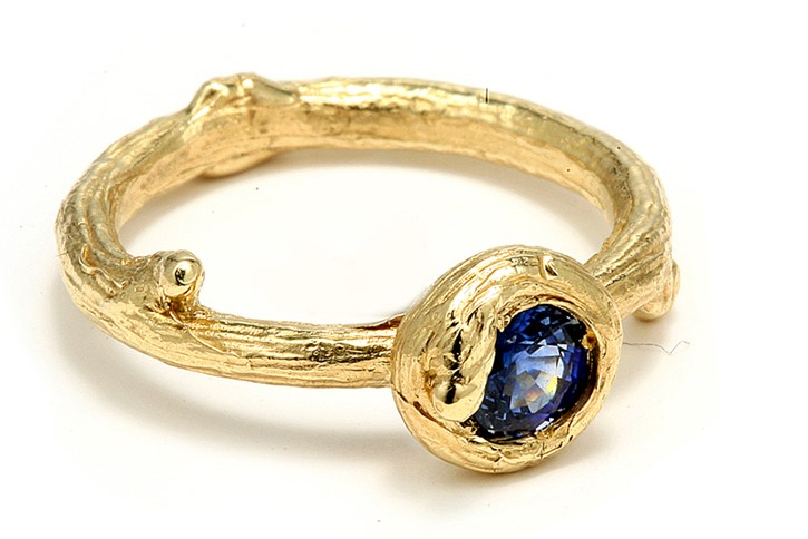 Twig-texture-sapphire-yellow-gold-ring