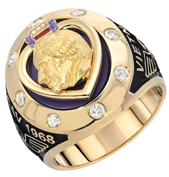 |Purple heart medal man's ring. Yellow gold, purple enamel, amethyst and black oxidation