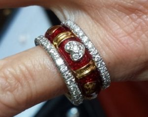 Enamel eternity ring in red on yellow gold. With two diamond eternity bands with prongs sets.