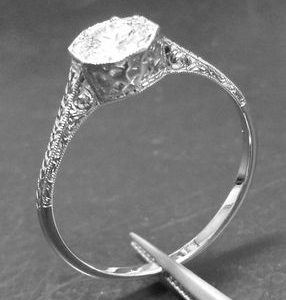 18kt-white-gold vintage diamond ring with thin shank with engraving