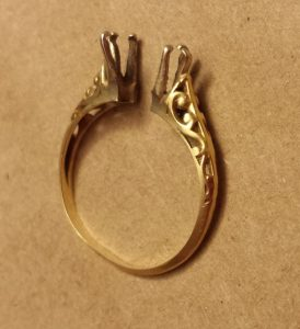 Yellow Gold Vintage ring, broken in half with scroll design on sides.