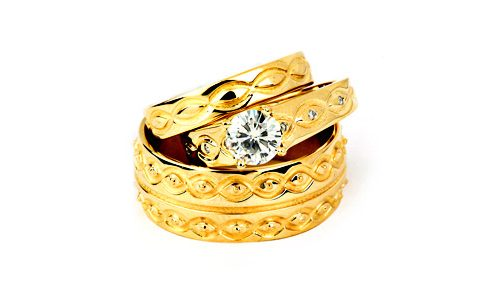 wedding set in yellow gold